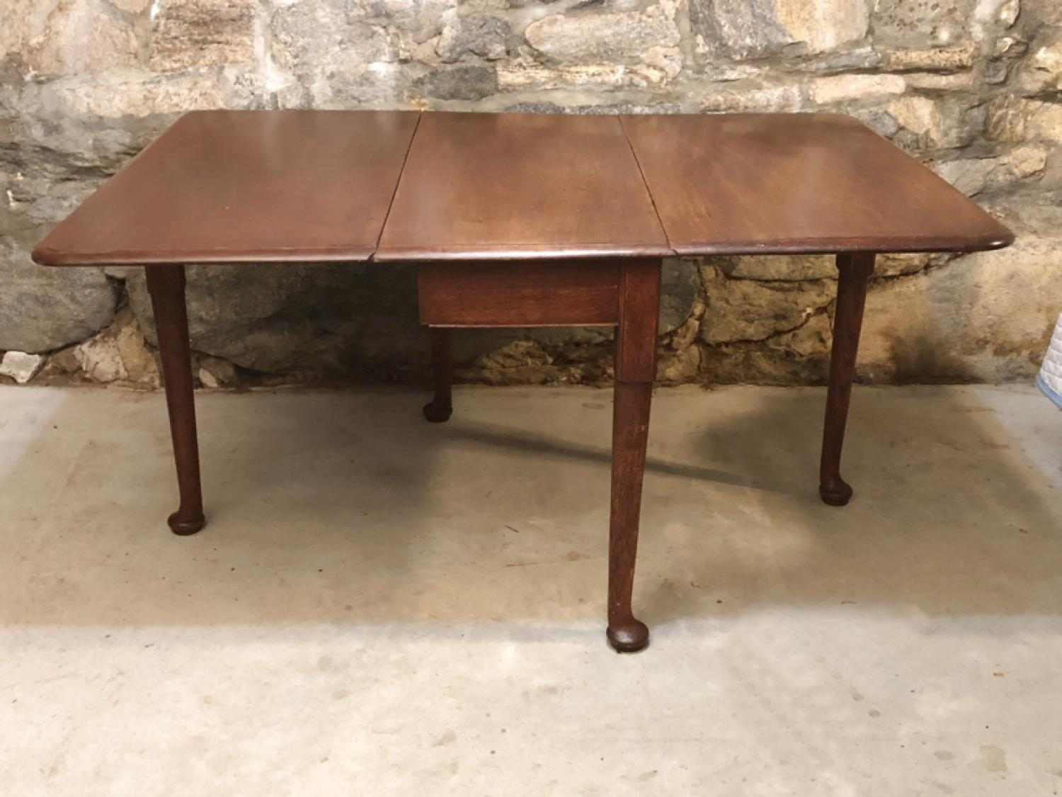 Georgian period English or Irish oak swing leg table