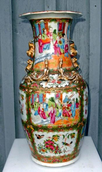 Image of Chinese Rose Medallion Tall Vase with Scalloped Rim