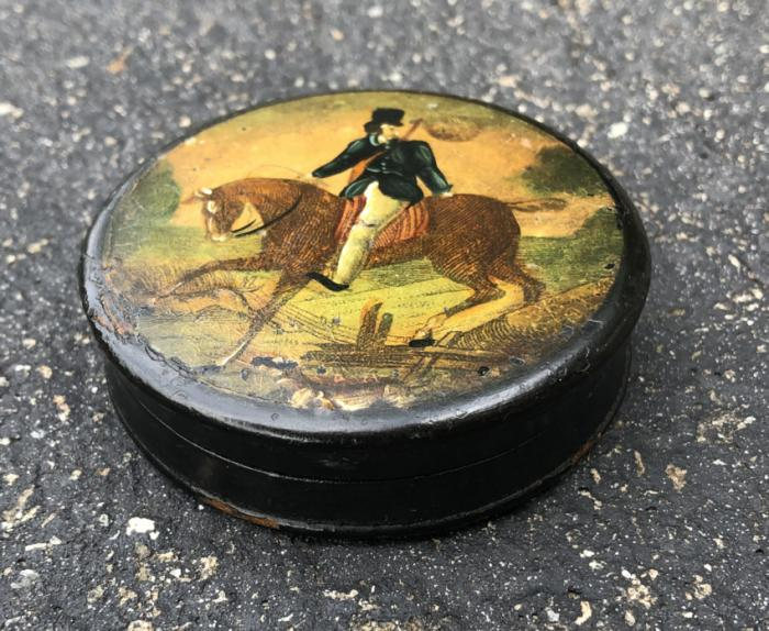 English snuff box with horse and rider c1800