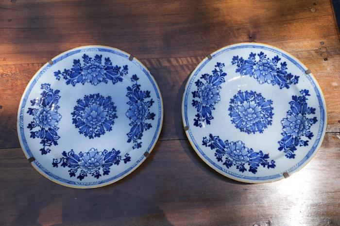 Pair of Delft 18th c chargers Porcelyyne Claeuw