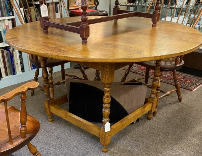 DR Dimes round tiger maple dining table