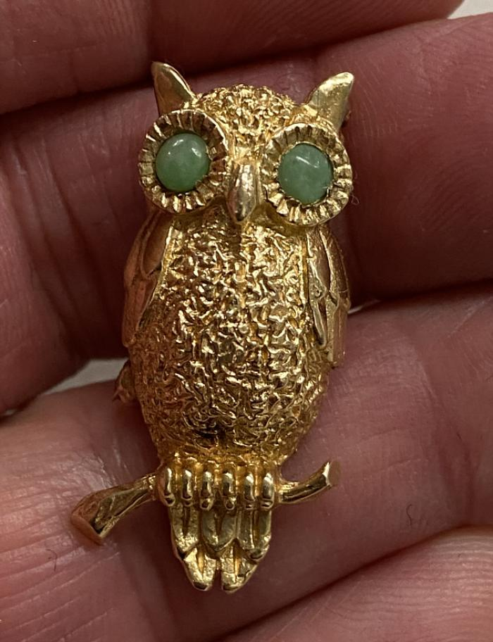 14K yellow gold owl with jade eyes