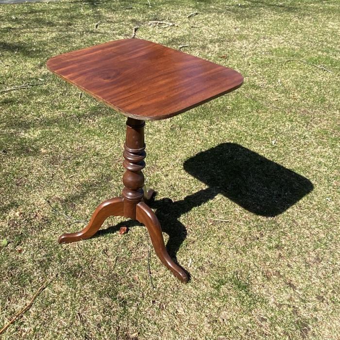 American Federal tilt top mahogany stand c1825