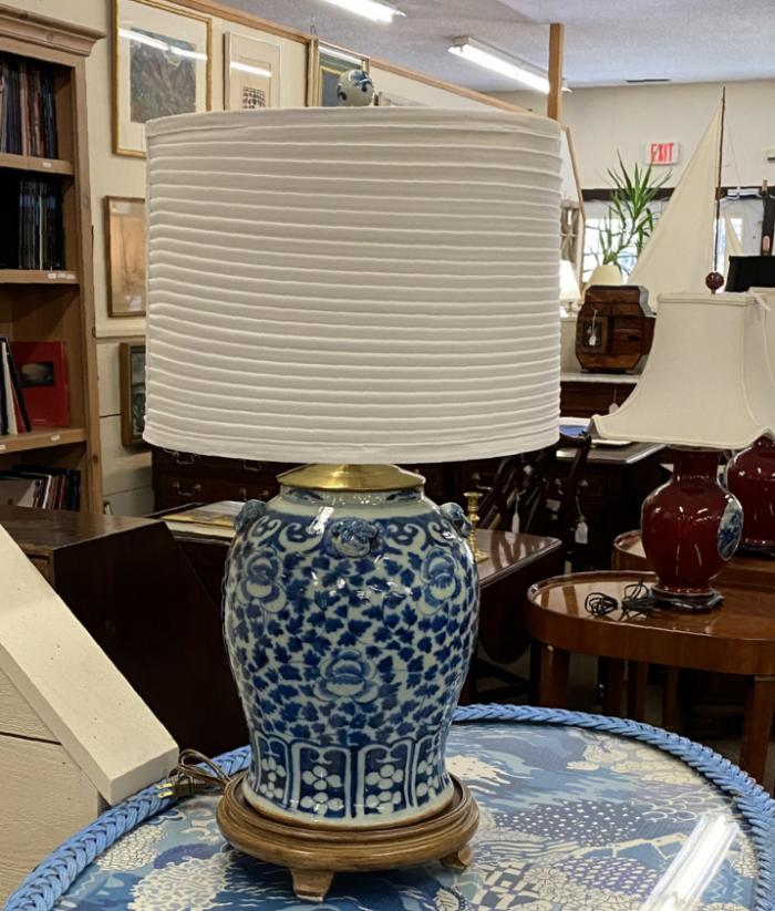 19thc Chinese Ming style porcelain lamp