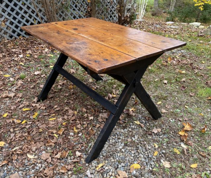 Antique country pine sawbuck table
