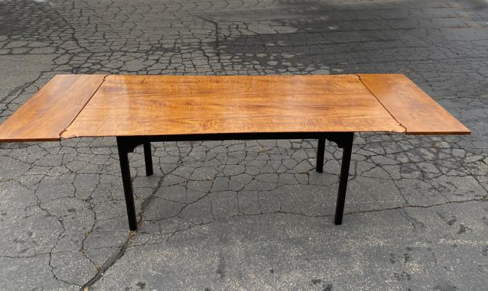 D R Dimes tiger maple dining table with porringer corners and leaves