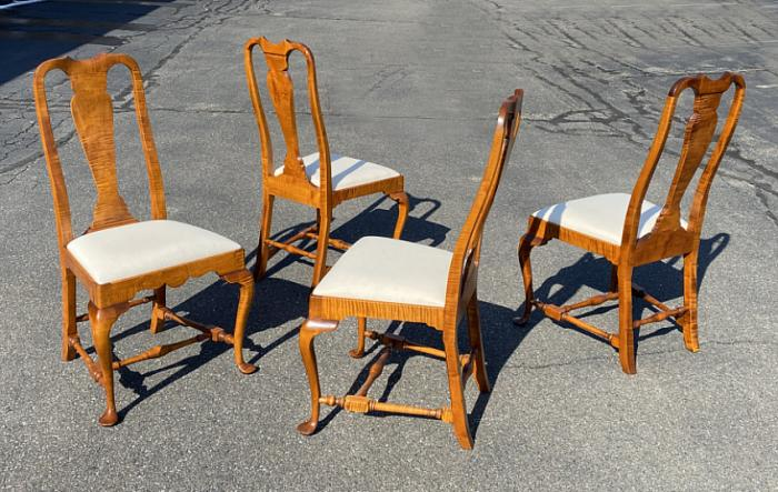 Set 4 D R Dimes tiger maple Queen Anne style chairs