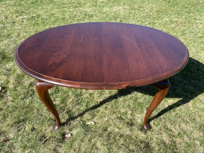 E R Buck solid pine dining table with 2 leaves