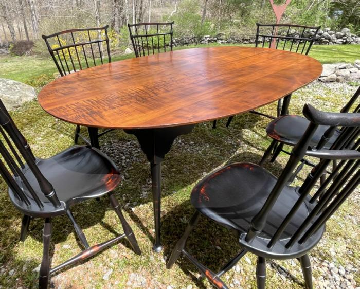 D R Dimes tiger maple dining table in Queen Anne style