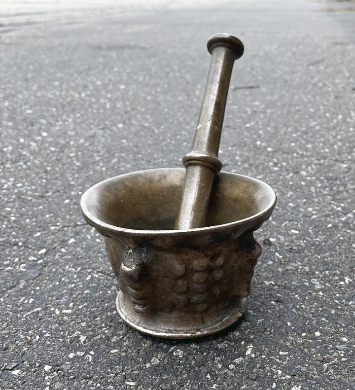 17th c Spanish bronze mortar and pestle