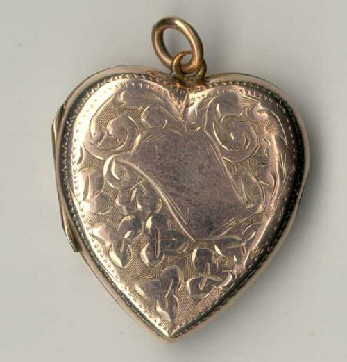 Price my item value of antique estate jewelry english for Antique jewelry worth money
