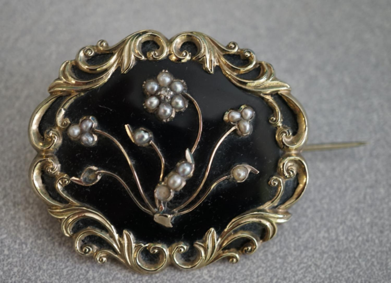Antique Victorian mourning brooch gold and black enamel c1850