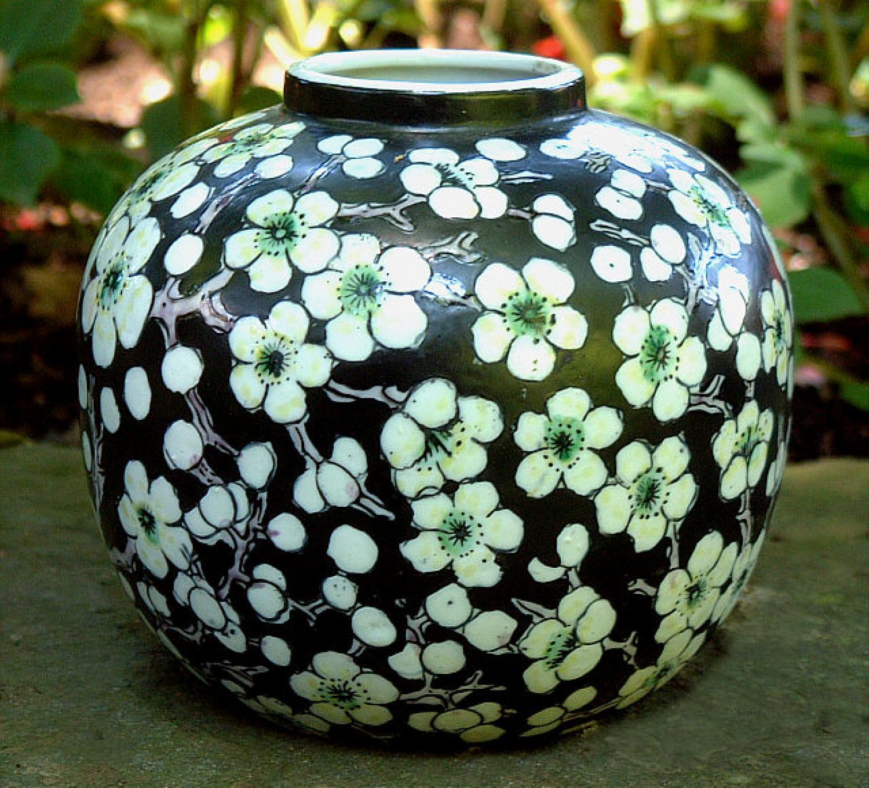 Japanese porcelain hand painted vase - Como decorar jarrones ...