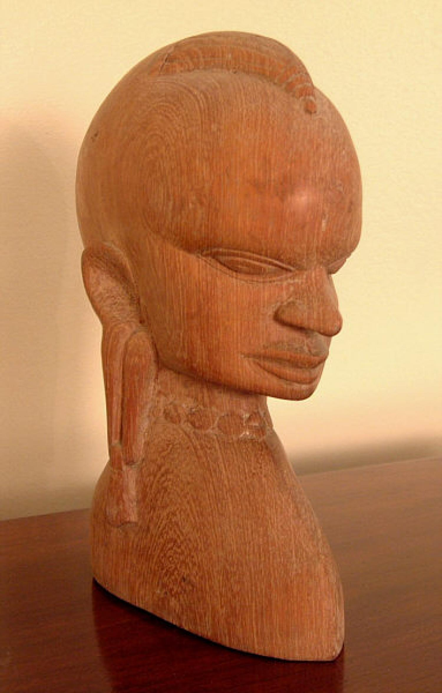 African Kiganda carved head carving