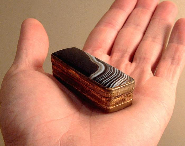 Antique brass and agate snuff box 18th to early 19th century