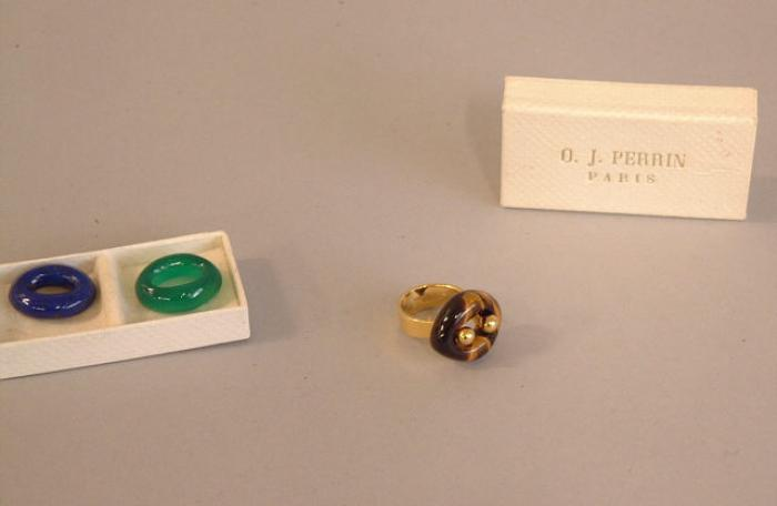 O J Perrin Paris 18K gold and 3 stone ring