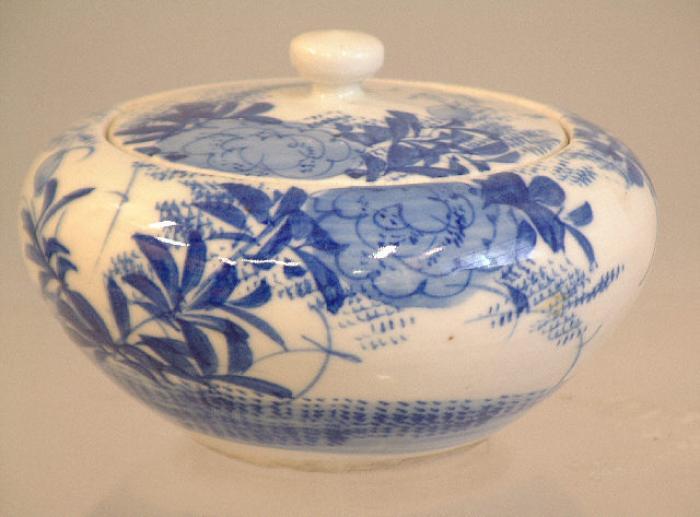 Japanese Arita Ware covered jar c1900