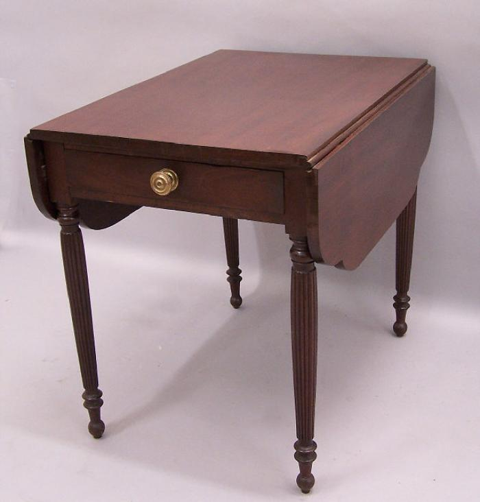 American Federal mahogany Pembroke table c1790