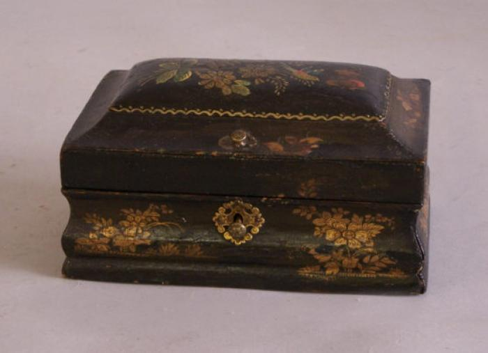 Victorian English box with hummingbird decoration 1860