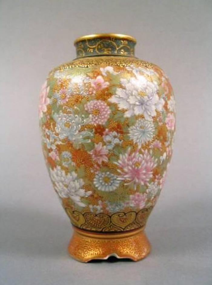 Japanese Satsuma Kinkozan Ceramic Vase 1895