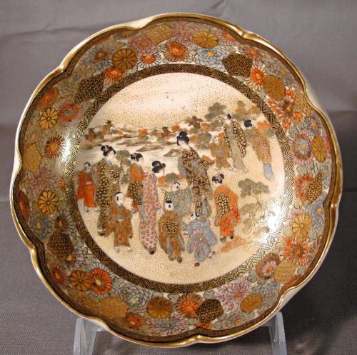 Enamelled Japanese Satsuma scalloped edge bowl Meiji c1900
