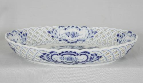 Meissen onion pattern lattice work dish c 1772 to 1790