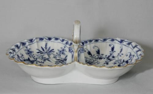 Meissen blue onion pattern nut or cracker dish c1772