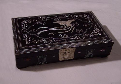 Korean mother of pearl lacquer box c1920