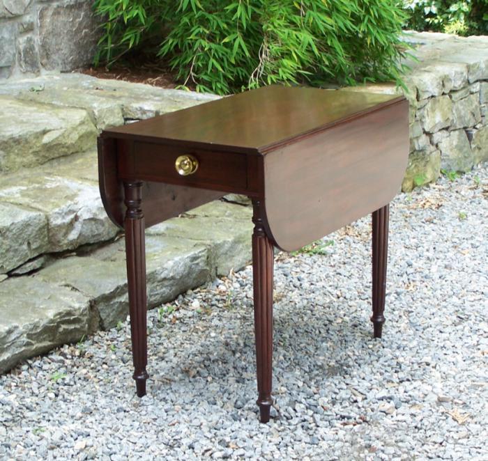American Federal mahogany drop leaf table c1790