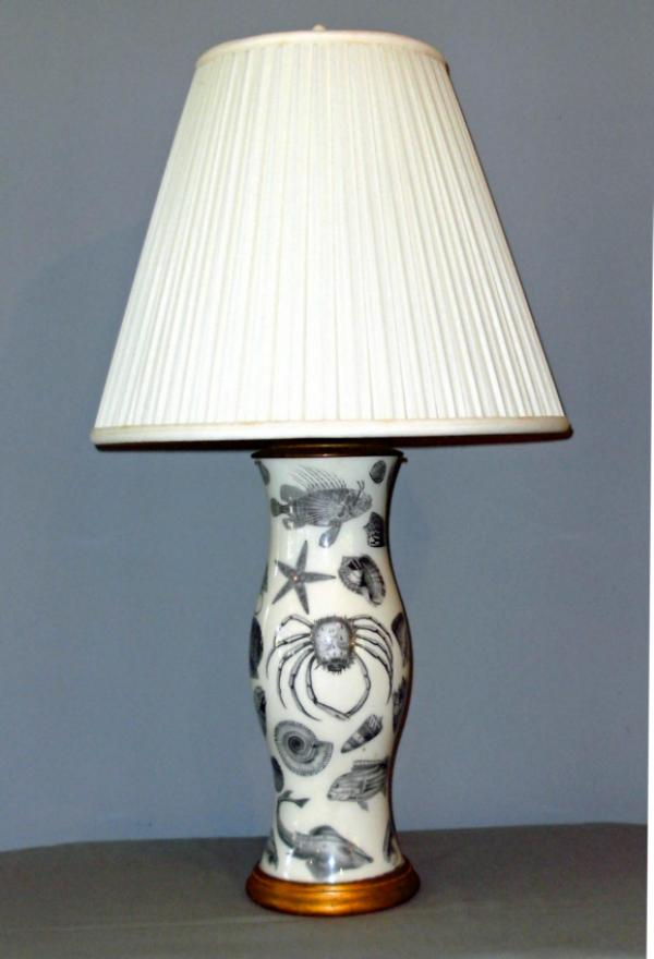 price my item value of vintage english victorian style decoupage lamp. Black Bedroom Furniture Sets. Home Design Ideas