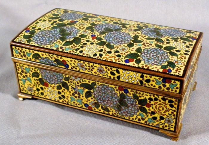 Japanese Imperial yellow cloisonne enamel presentation box c1910
