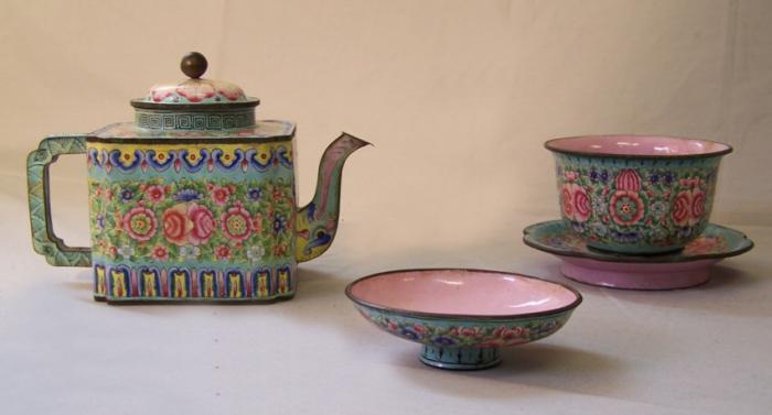 A Chinese Peking enamel on copper teapot