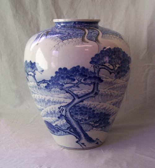Japanese blue and white porcelain vase with 9 cranes