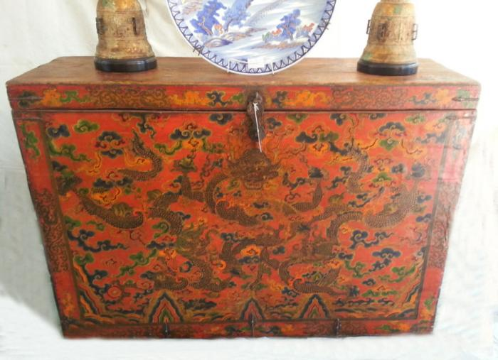 Kangxi period Tibetan scholars painted scroll chest