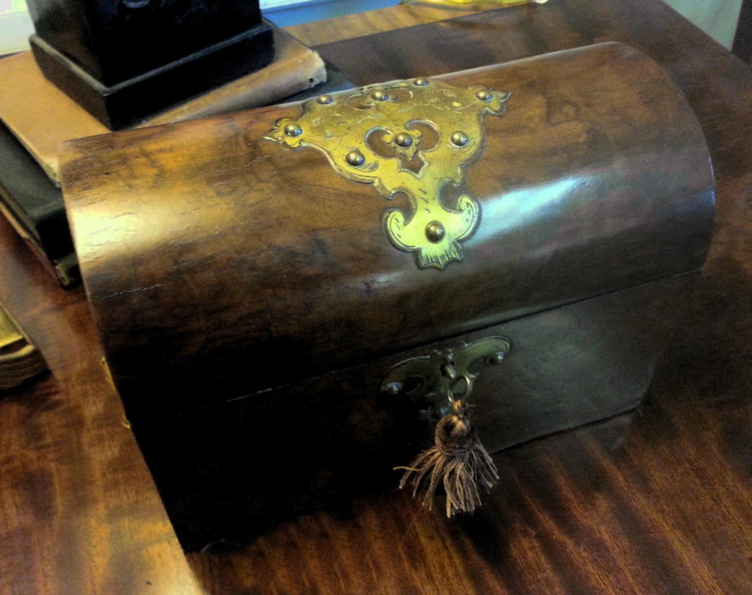English dome top burl walnut tea caddy c1830