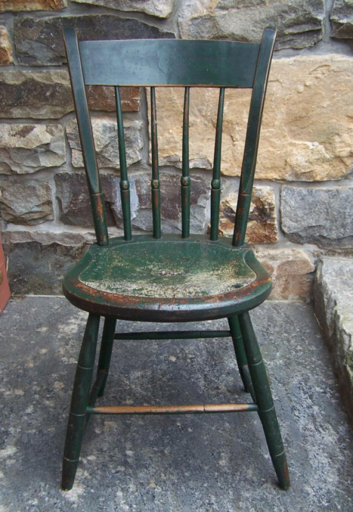 Early American Windsor thumb back side chair c1820