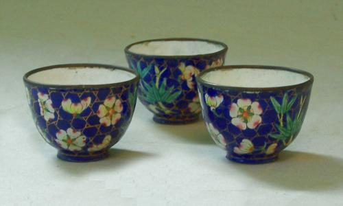 18th century Chinese enamel tea cups set of 3