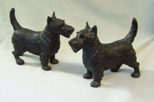 Pair of vintage Scottish Terrier cast iron doorstops