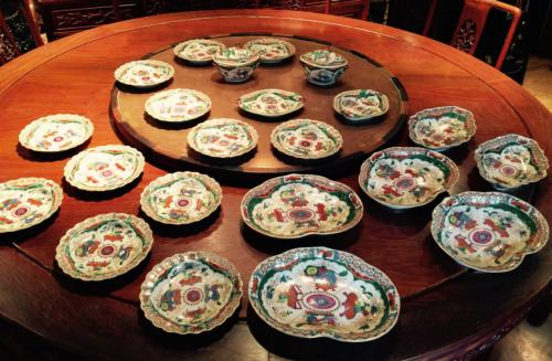 English Coalport Bengal Tiger pattern porcelain set c1800