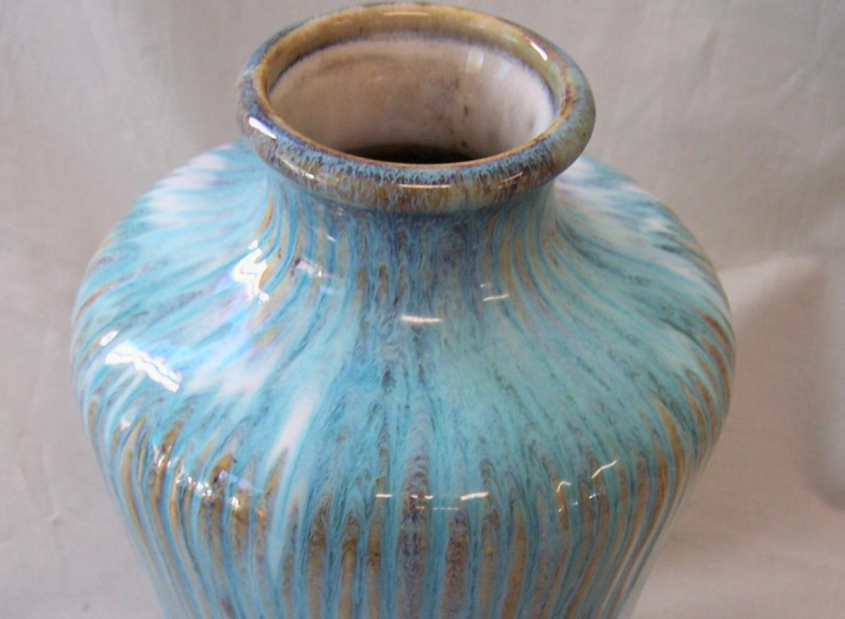 Modern japanese studio pottery vase modern japanese studio pottery vase with ribbed surface in a rich turquoise drip glaze excellent condition signed on base measures 105 inches high reviewsmspy