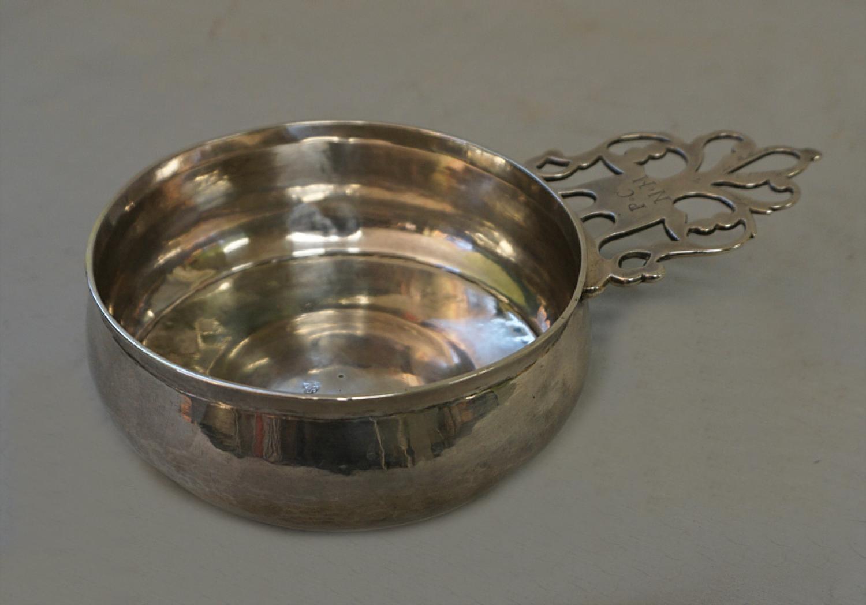 Early American Samuel Vernon silver porringer c1700
