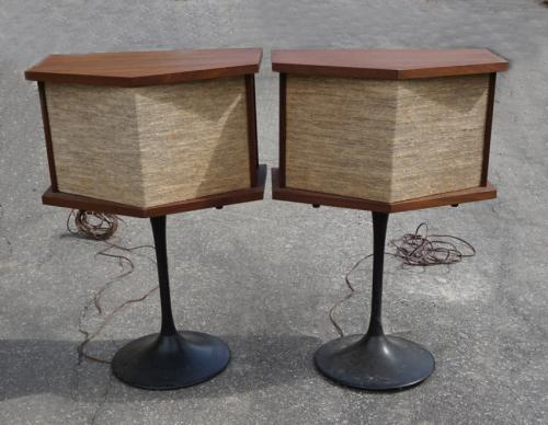 Vintage Bose walnut stereo speakers c1970