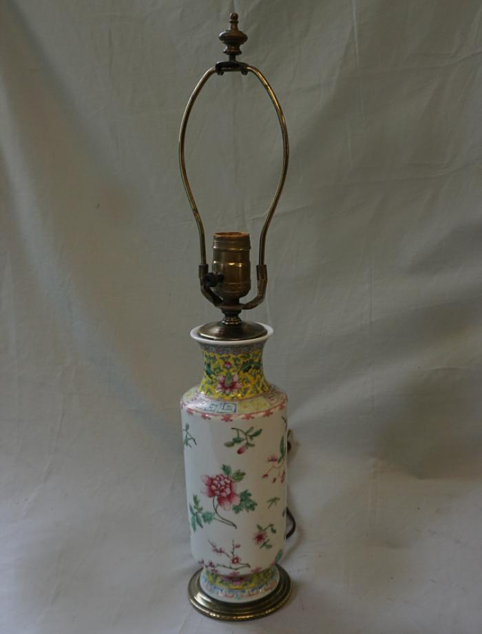 Chinese Famille Rose porcelain lamp