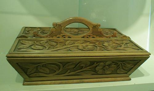 Antique victorian Victorian sewing box