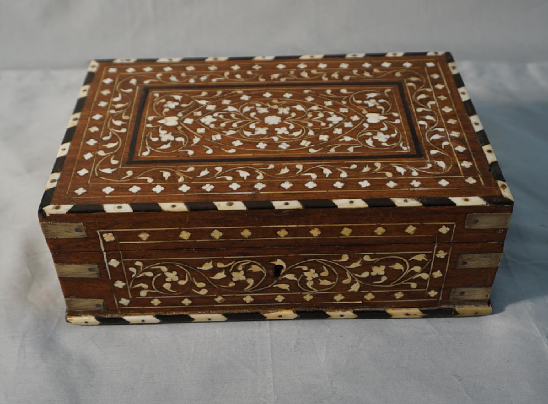 Antique rosewood box India c1880 with bone inlay