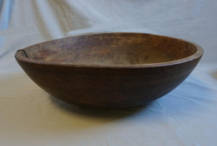 Early American lathe turned pine bowl c1800