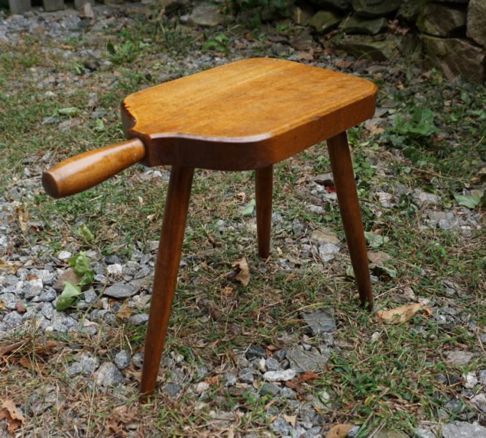 Maple tripod milking foot stool c1940