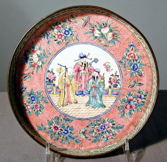 Chinese Canton enamel round-shaped tray c1850