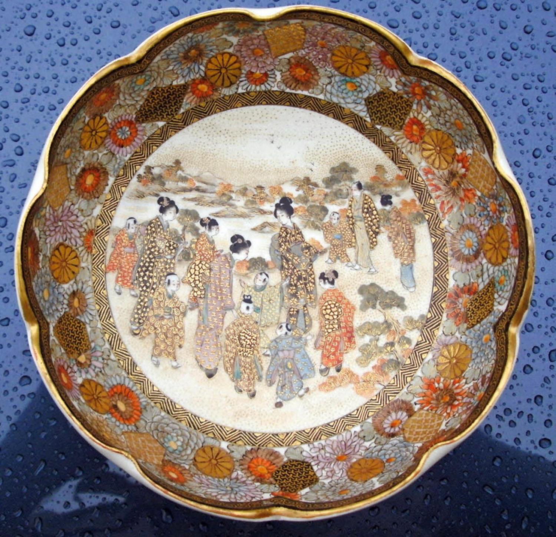 Japanese Satsuma scalloped edge bowl c1900