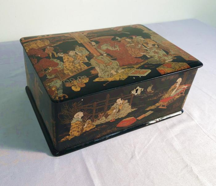 Japanese Edo lacquered small cabinet valuables box